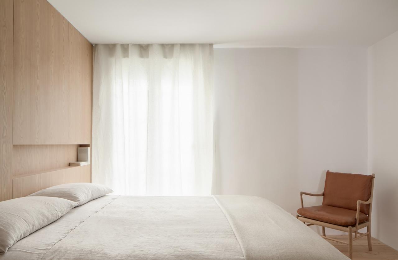 nhà tối giản ana apartment house elledecoration vn nhà tối giản 12
