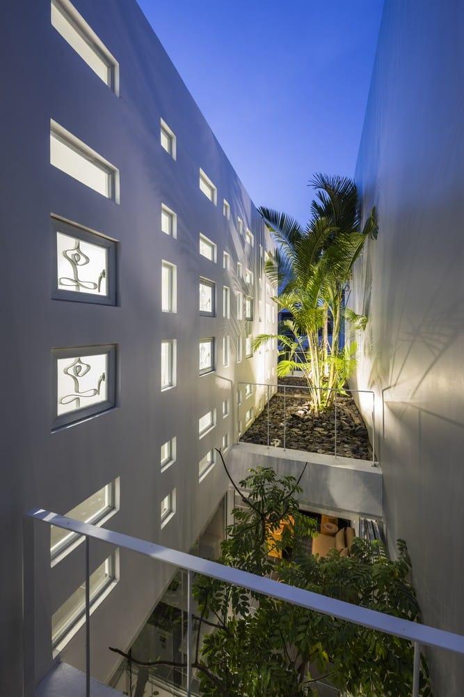 Giải pháp chống nóng mới cho nhà hướng Tây ở Nha Trang / MW archstudio