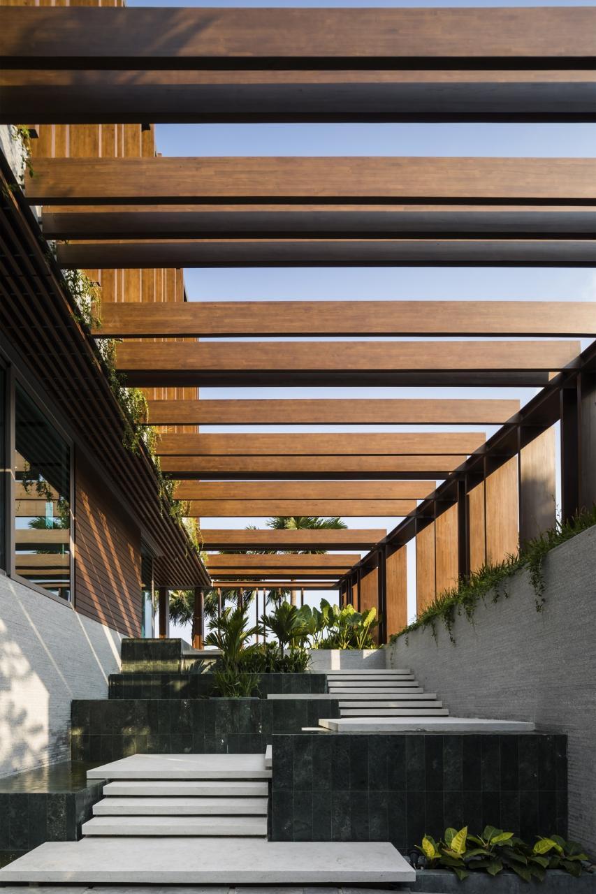 Louvers house: biệt thự được thiết kế để đón nắng gió